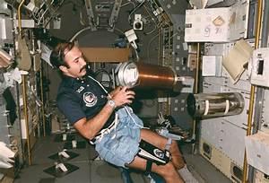 Space in Images - 2003 - 05 - ESA astronaut Wubbo Ockels