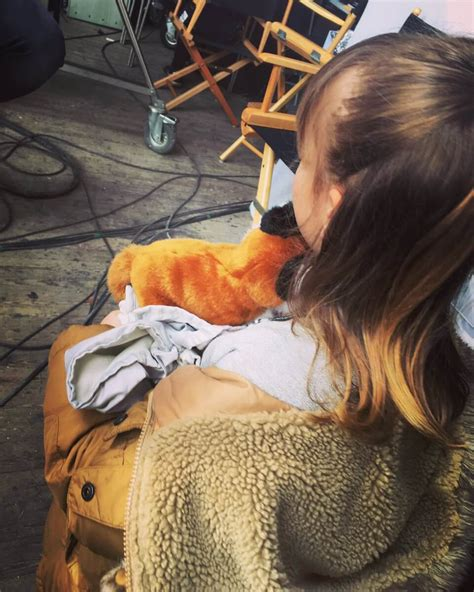 jurassic world little girl actress who s the little girl in brand new images from jurassic