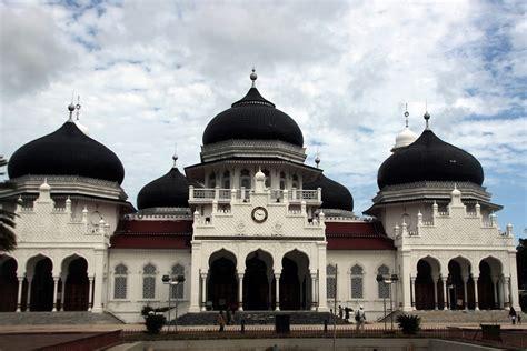 masjid raya baiturrahman kebanggaan aceh  melintas