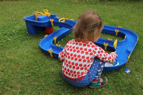 Im Garten Spielen Ideen by 5 Ideen F 252 R Spiele Mit Wasser Im Garten Lavendelblog