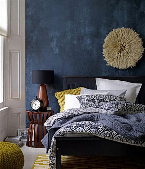 deco chambre lit noir 1001 idées créer une déco en bleu et jaune conviviale