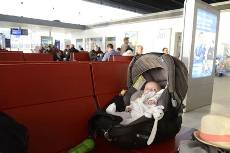quand faire dormir bébé dans sa chambre toutes les choses à savoir pour prendre l 39 avion avec un bébé