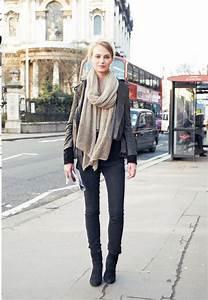 Black skinny jeans - black ankle boots - black sweater ...