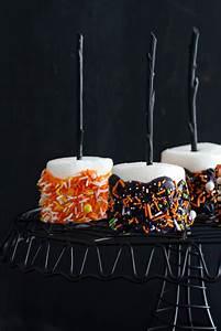 Halloween Marshmallow Pops
