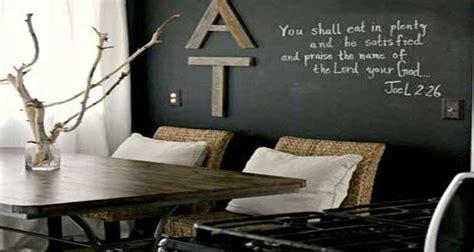 comment accrocher un meuble de cuisine au mur 7 idées déco pour s 39 amuser avec de la peinture tableau noir