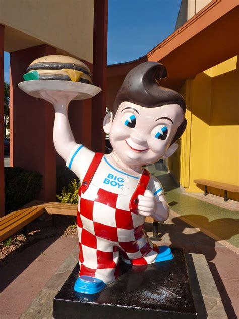 bobs big boy burbank  iconic restaurant chain