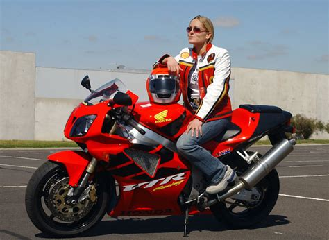 Motorcycle Makers Cater To Women