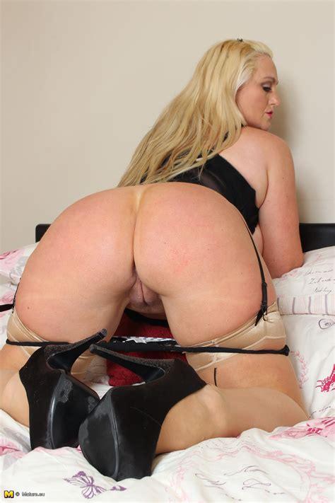 Sarah Daniel Big Breasted British Milf Playing In Bed