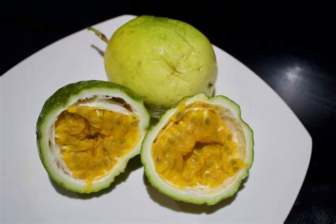 Maracuyá - Passion Fruit - Costa Rica - Cooking - Cut The Crap Kitchen