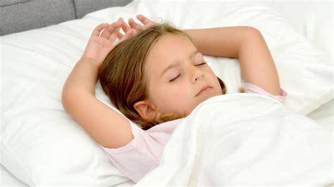 mon enfant refuse de s endormir seul les conseils de la psy magicmaman