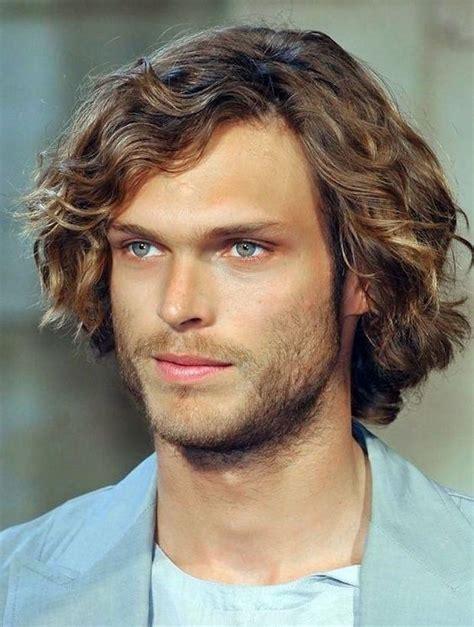 coupe de cheveux mi homme 25 best ideas about cheveux boucl 233 s homme on coupe homme hommes 224 cheveux