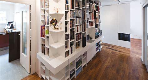 idee amenagement entree exterieure 6 une biblioth232que et coin bureau dans un couloir maison