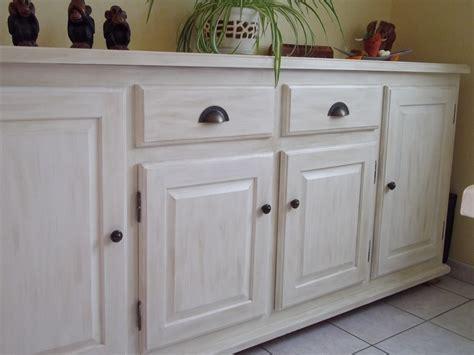 vernis table cuisine repeindre un meuble vernis en blanc affordable rnover une