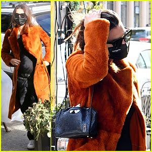 Pregnant Emily Ratajkowski Runs Errands With Sebastian ...