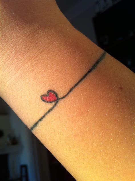 tatouage poignet femme en  idees originales  discretes