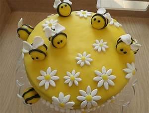 Verjaardagstaart met bijtjes. Ieme is 1 jaar. - er is er ...