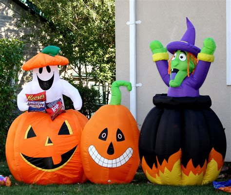 outdoor halloween decorations ideas  stand