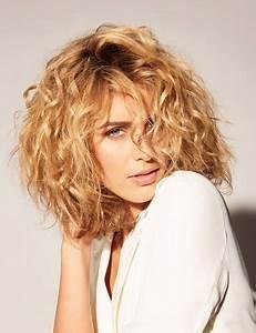 Coupe Courte Cheveux Bouclés : coupe permanente cheveux court ~ Melissatoandfro.com Idées de Décoration