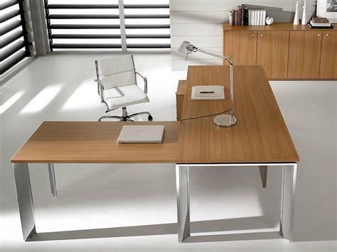 bureau d angle en bois pratiko bureau d 39 angle by ift design nikolas chachamis