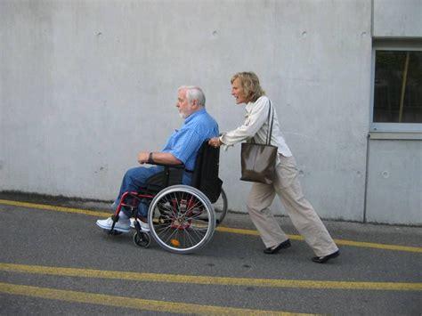personne en fauteuil roulant mobilit 233 pour tous exemples d am 233 nagements au pays des obstacles