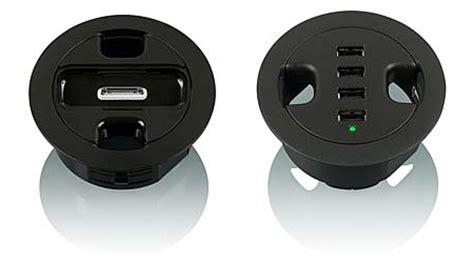 passe fil bureau intégrer les prises et les câbles sur un bureau