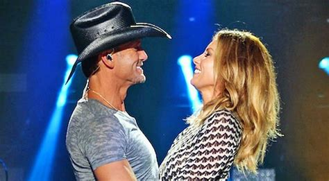 Tim McGraw Shows Off Faith Hill's Smokin' Hot Body In New ...