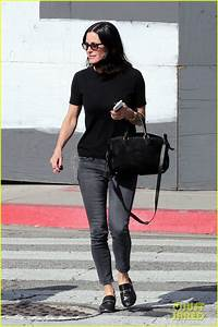 Jennifer Aniston Hangs With Courteney Cox at Charity ...