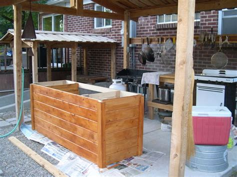 outdoor kitchen    roof structure