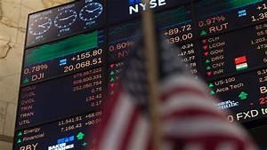 Dow notches fresh record, but S&P 500, Nasdaq flounder ...