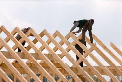 Wichtig Bei Der Dachbeschichtung Der Dachstuhl by Wie Wird Ein Dach Gebaut