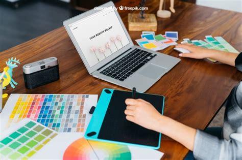 grafik designer mockup mit grafik tablet und laptop