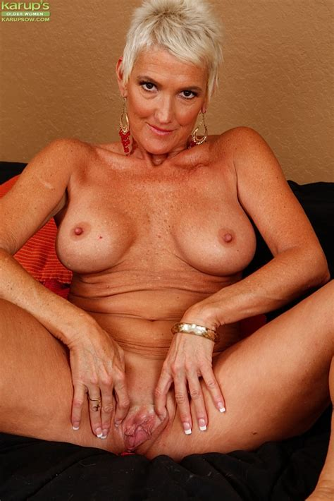 Short Haired Mature Woman Lexy Cougar Unveiling Big Tits