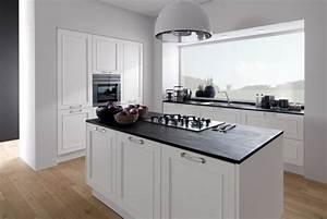 plan de travail cuisine moderne en pierre et bois With cuisine blanche plan de travail noir