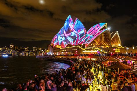 sydney opera house animated by multicolor light show