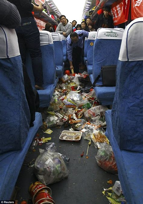 Journey  Work  Rubbish Chinese Commuters Wade