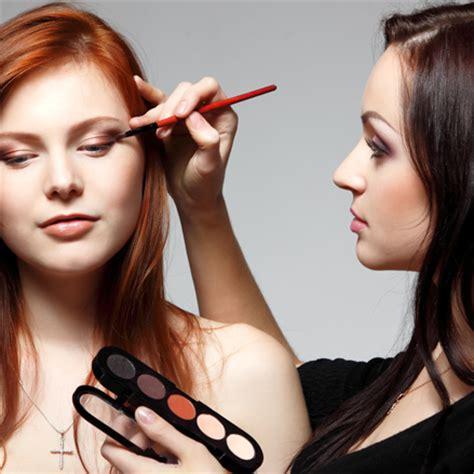 how do you become a makeup artist description of a makeup artist qc makeup academy