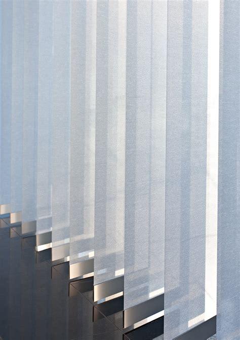 terrassenüberdachung mit lamellen lamellen plissees und rollos f 252 r den arbeitsplatz