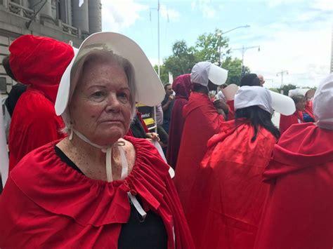 women share  abortion    roe  wade