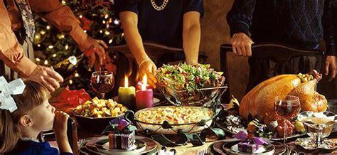 tavola imbandita per natale natale in tavola ecco cosa si mangia al sud imperatore
