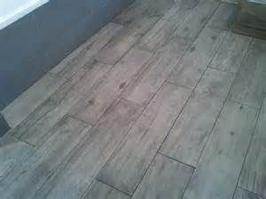 Joint Pour Carrelage Imitation Parquet by Poser Du Carrelage Imitation Parquet Sans Joint