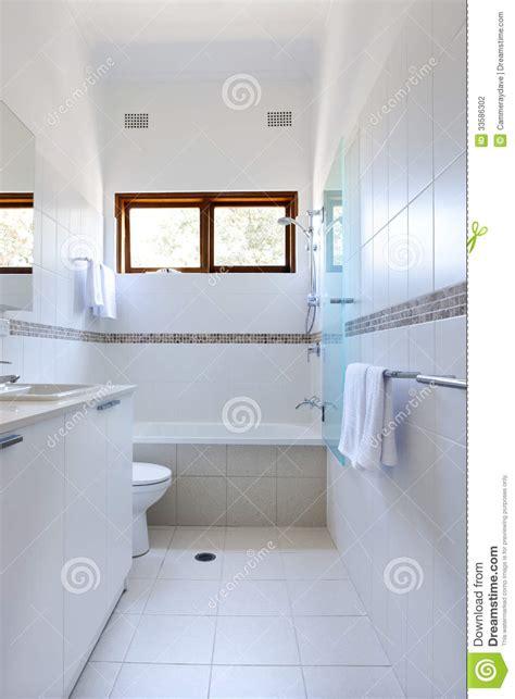 Weiße Badezimmerfliesen Stockfoto Bild Von Dusche, Weiß