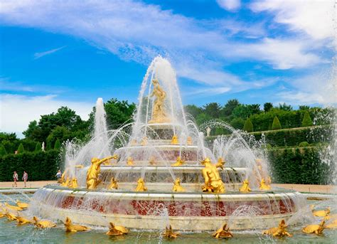 Musical fountains shows and musical gardens at the Château