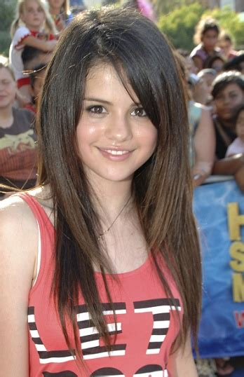 hairstyles selena gomez long layered hairstyle