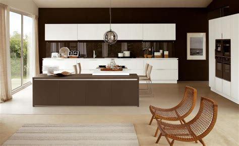cuisine blanche et marron peinture mur cuisine credence marron chaios com