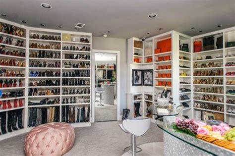 Rich Closet by 1 Million In Designer Goods Stolen From S 3 Story