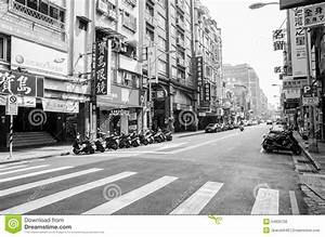 Early Morning Of Taipei City Street In Black And White ...
