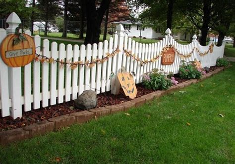 15 Creative Halloween Fence Ideas To Try For The Upcoming