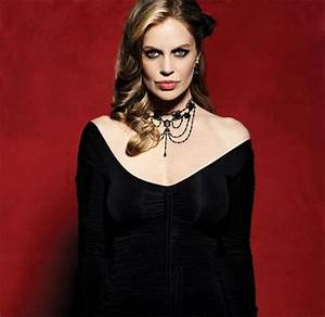 True Blood's Kristin Bauer Van Straten: Pam's Animalistic ...