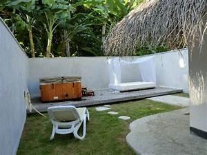 Garten mit jacuzzi und tagesbett picture of kuramathi for Whirlpool garten mit rinne balkon