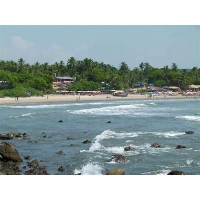 File:Arambol Beach Rocky Side.jpg - Wikimedia Commons